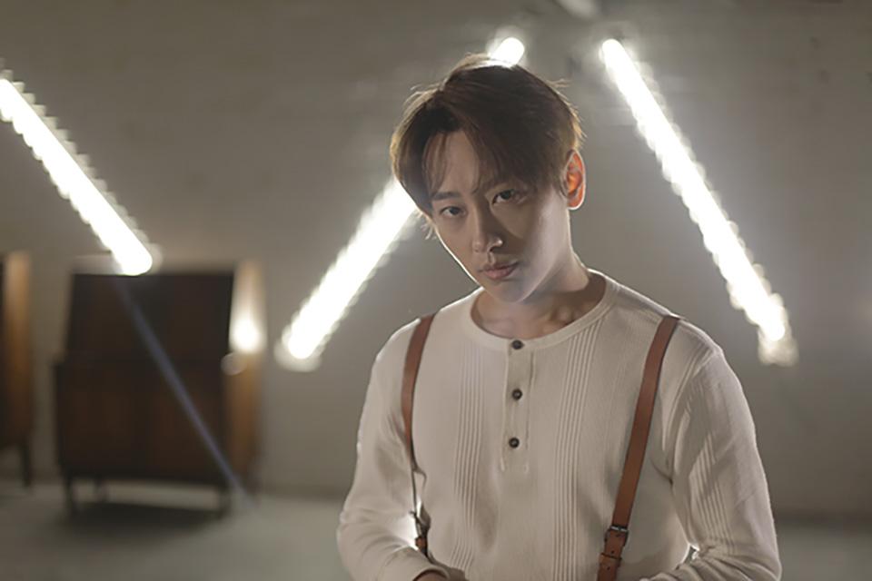 魏巡首张专辑《我的光》:拒绝刻板印象,绽放唱作人光芒