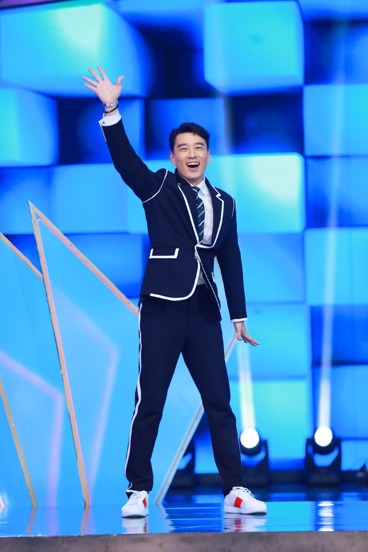 王耀庆《快乐大本营》跳男团舞强势圈粉 新剧热播演技获赞