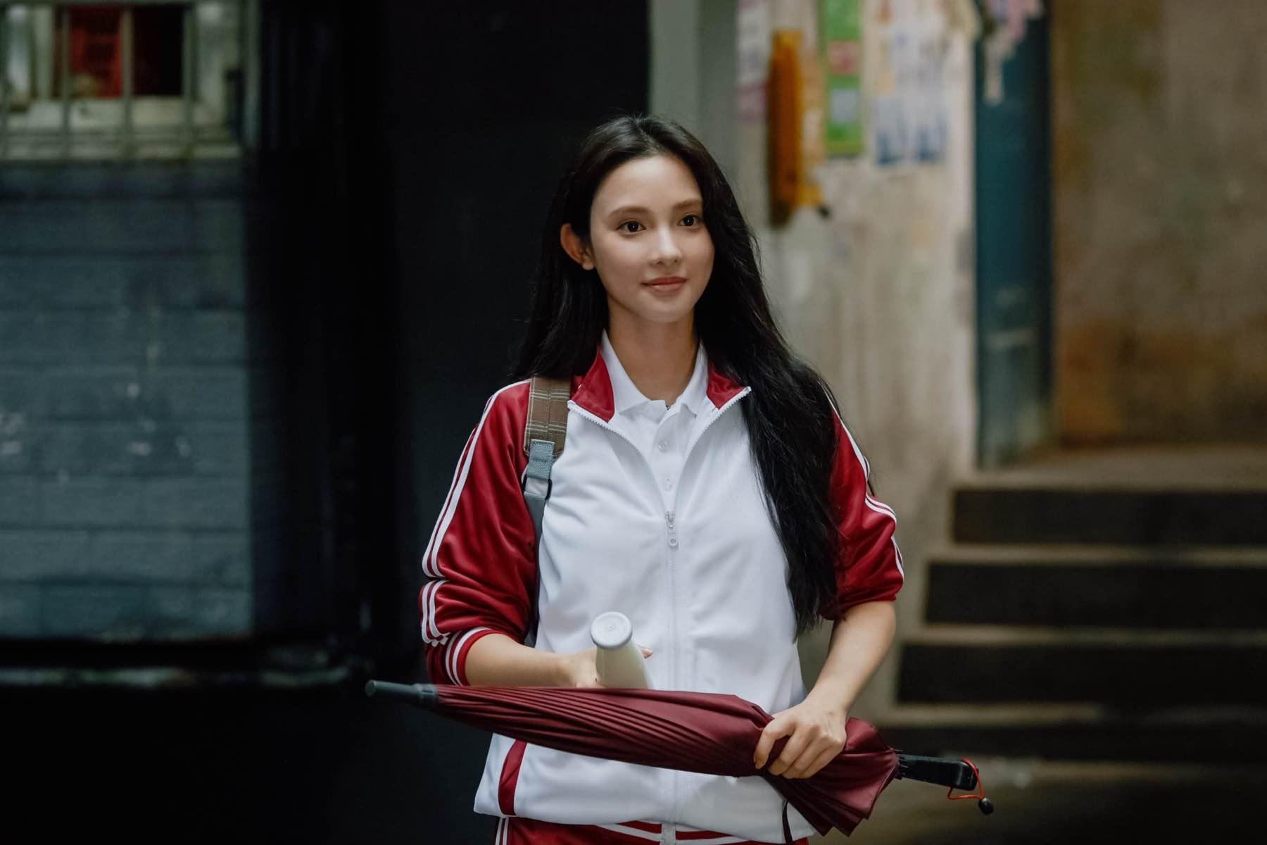 彭小苒助演郭敬明《少年之名》mv 青春校服造型诠释多元塑造力