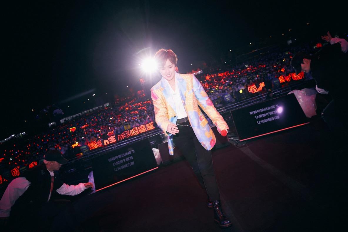 Sunnee杨芸晴携首张个人专辑《天气:晴》亮相音乐节  首唱新歌频掀高潮