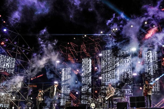 八三夭现场零观众跨年晚会初体验,线上直播摇滚魅力不减嗨翻天!