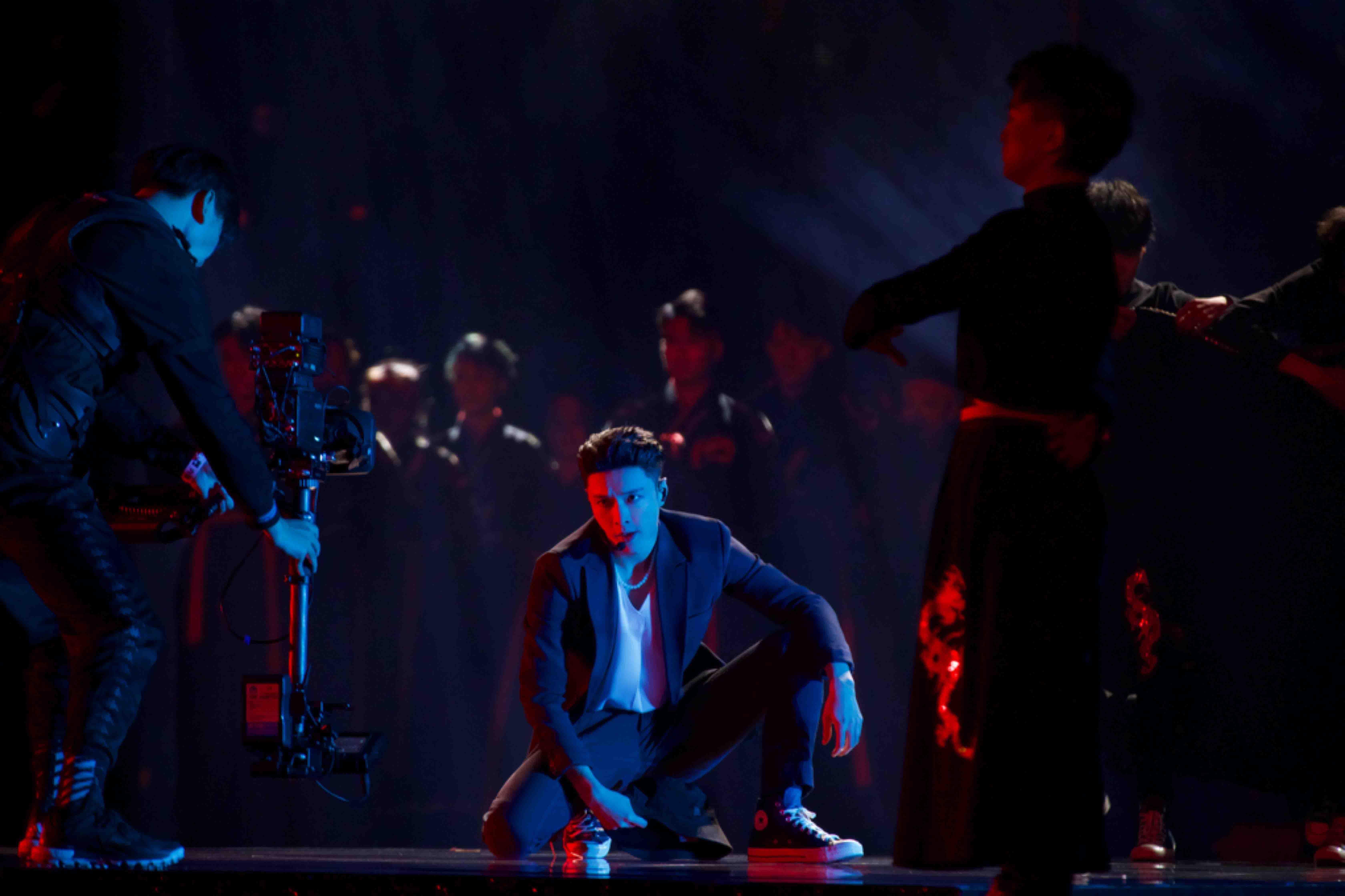 """张艺兴《舞蹈风暴》收官 原创作品《夸父逐日》舞台被赞""""艺术品"""""""