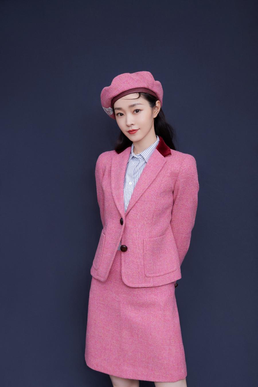 宋轶甜酷造型优雅亮相 粉色西装诠释初秋浪漫